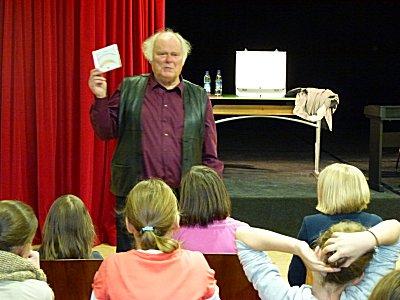 Im Rahmen der Leseförderung besuchte der Autor Hans Buring die 5. Klassen