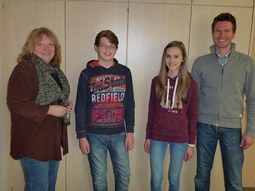 Mathe-Asse mit den beiden betreuenden Lehrkräften (v. li.): Manuela Kraus, Ferdinand Frank, Marina Prechtl und Michael Steiger