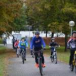 Bild: Schülerinnen und Schüler auf der Bikestrecke